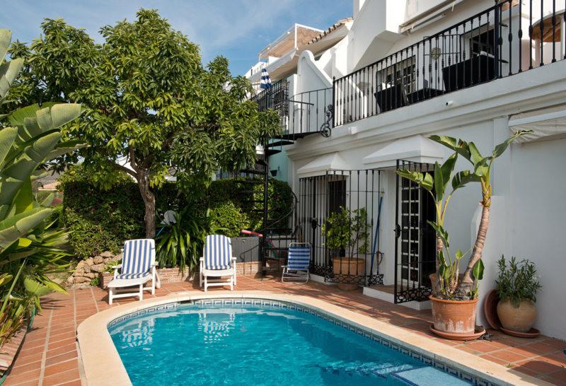 Marbella Banus Adosado en Venta en Aloha – R2385785