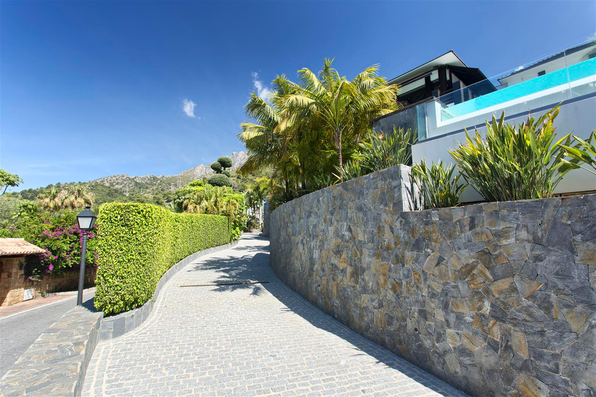 8 Bedroom Villa for sale Sierra Blanca
