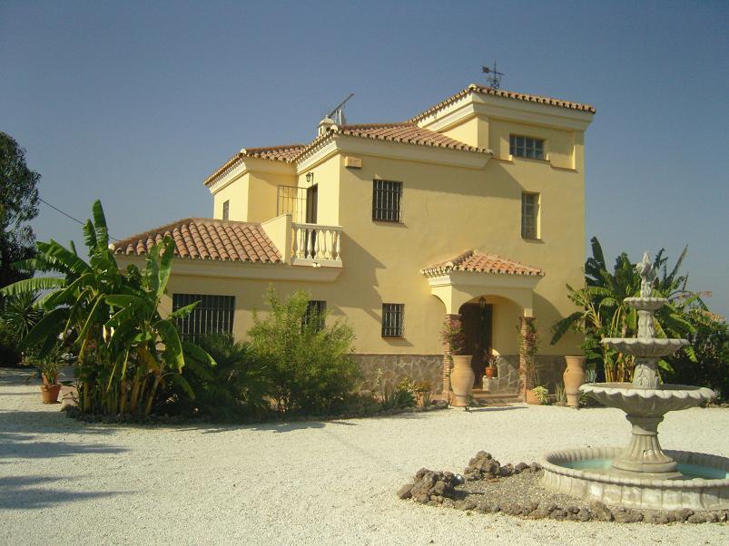 Villa con 4 dormitorios - Alhaurín de la Torre