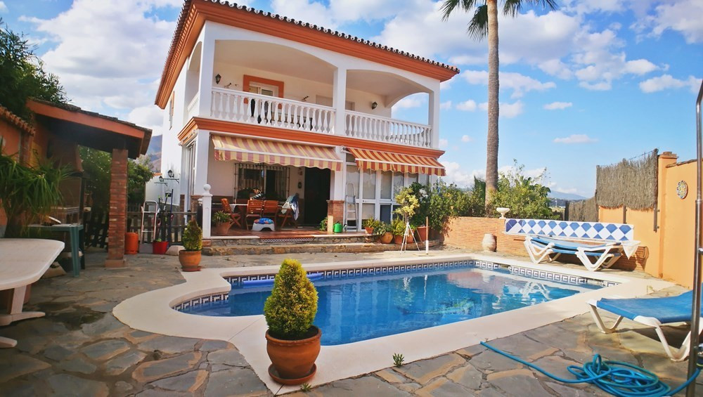 5 bedroom villa for sale estepona