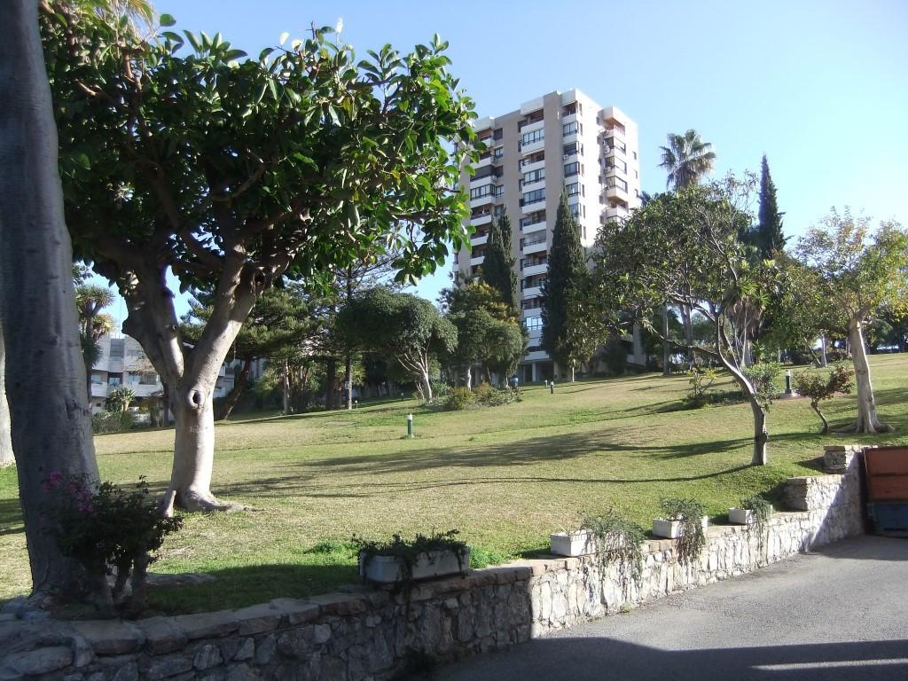 Marbella Banus Apartamento en Venta en Aloha – R2527091