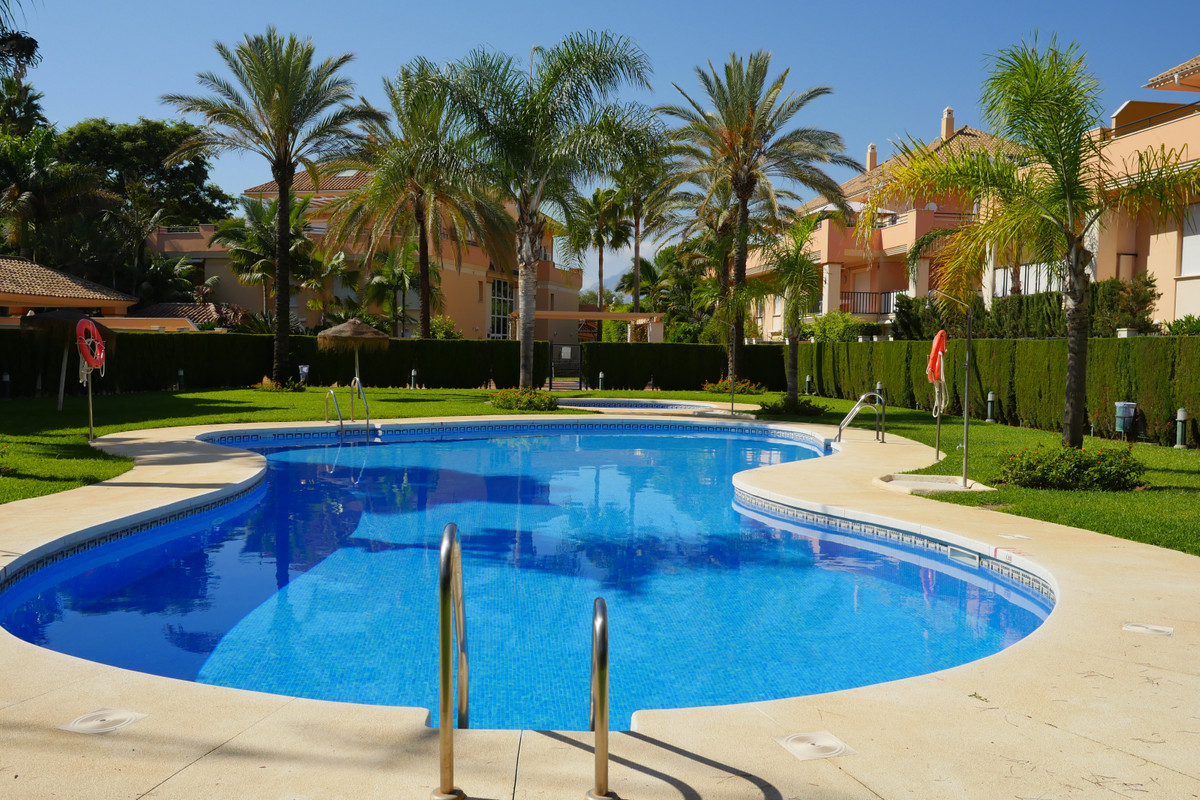 2 Bedroom Middle Floor Apartment For Sale Elviria