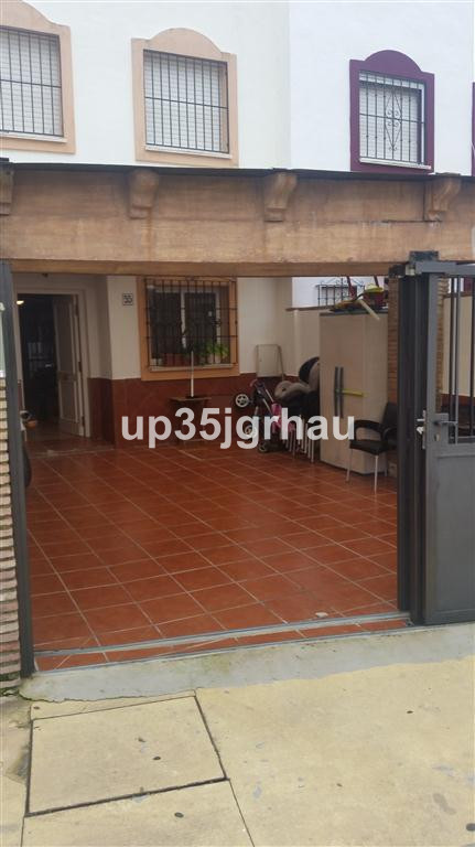 Rijhuis te koop in Estepona R2542877