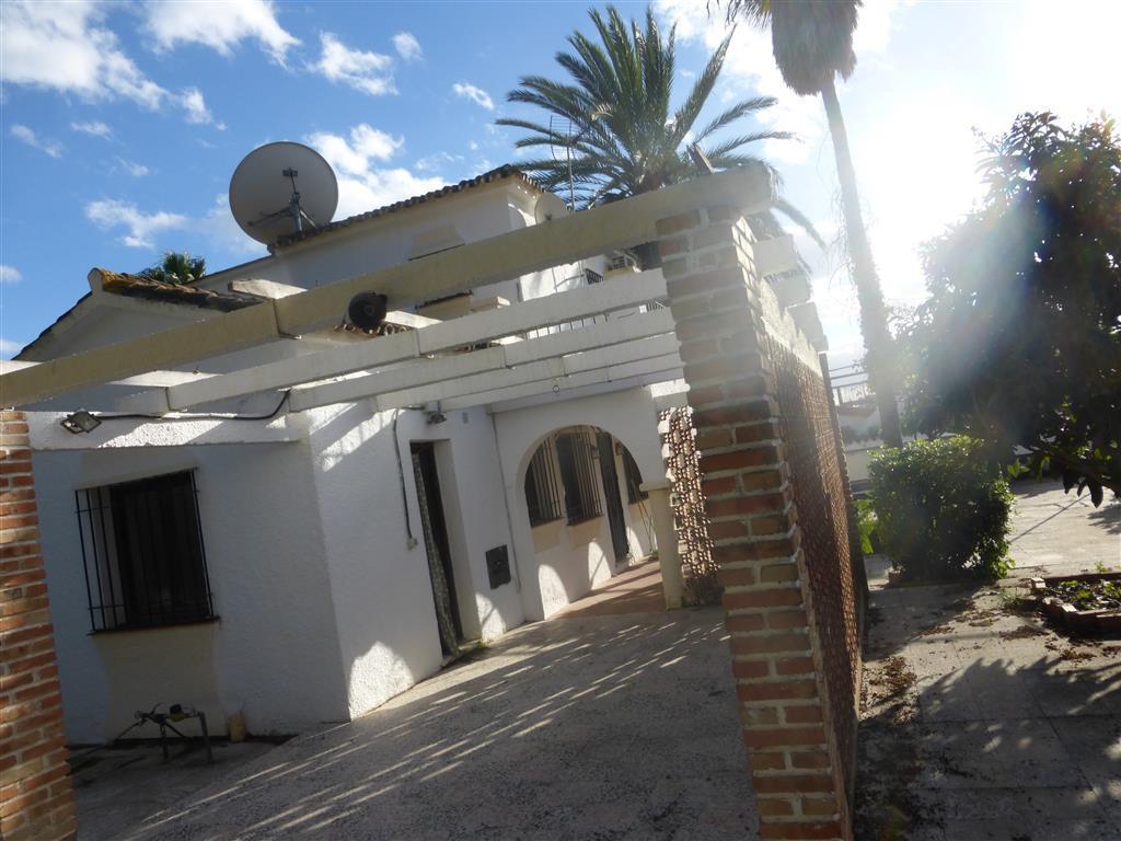 Chalet 4 Dormitorios en Venta Costabella