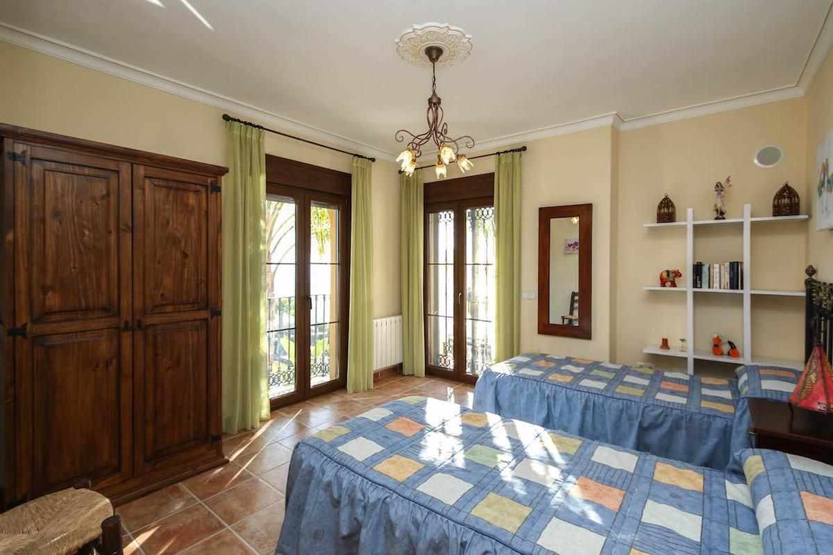 Villa te koop in Alozaina R2835143