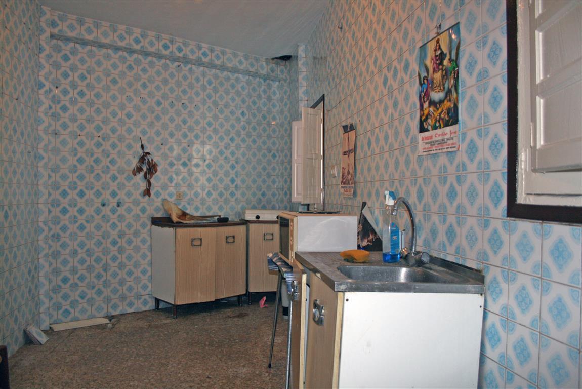 3 Bedrooms - 1 Bathrooms