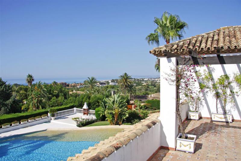 Detached Villa for sale in El Paraiso R2884673