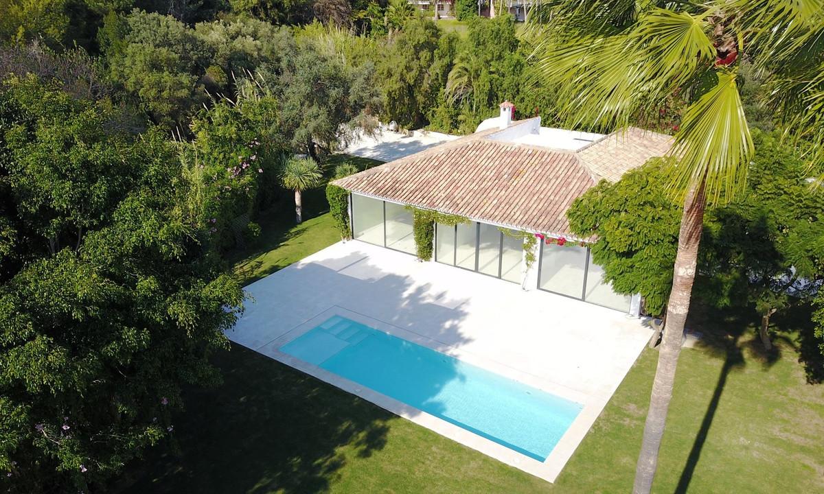 Villa con 4 Dormitorios en Venta Nagüeles