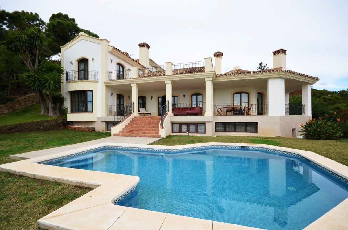 6 Bedrooms Villa For Sale - La Zagaleta