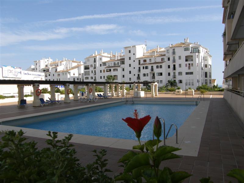Apartamento Planta Media en Venta en Puerto Banús – R129617