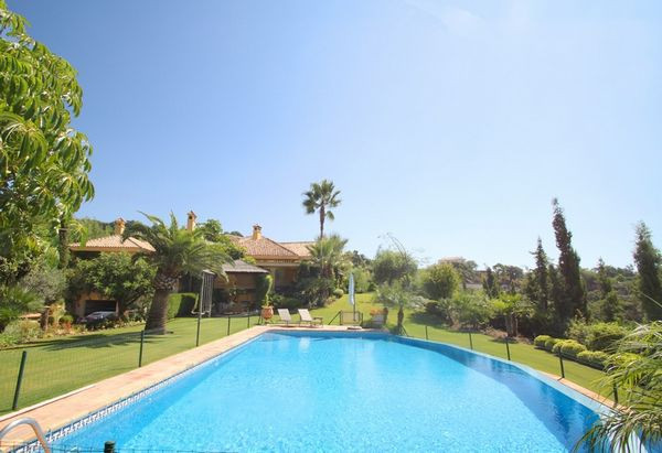 6 Bedrooms Villa For Sale