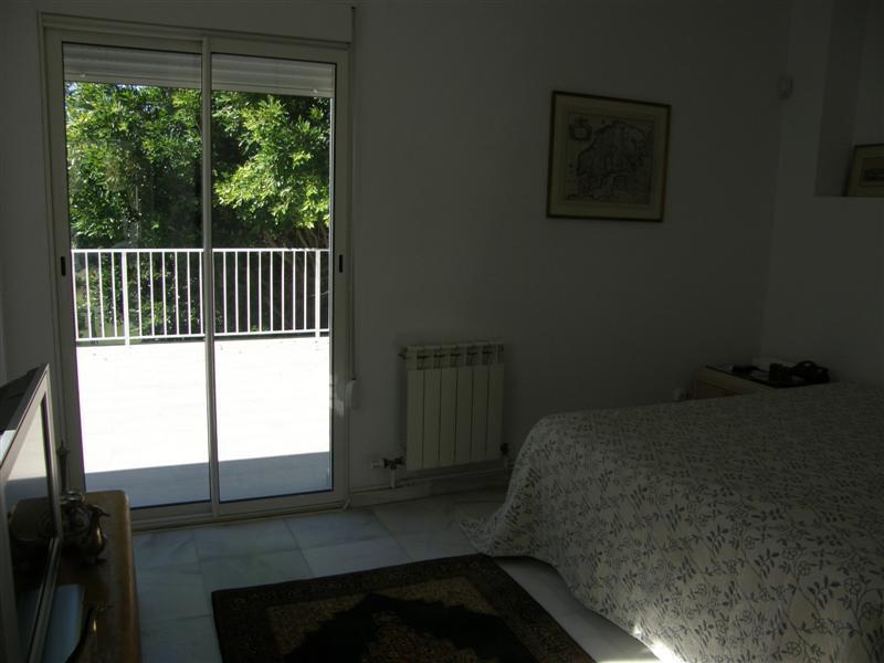 Chalet 4 Dormitorios en Venta Nueva Andalucía