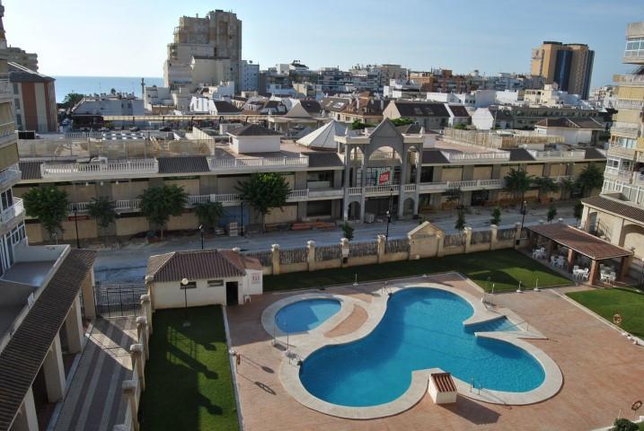Apartamento con 3 dormitorios - Los Boliches