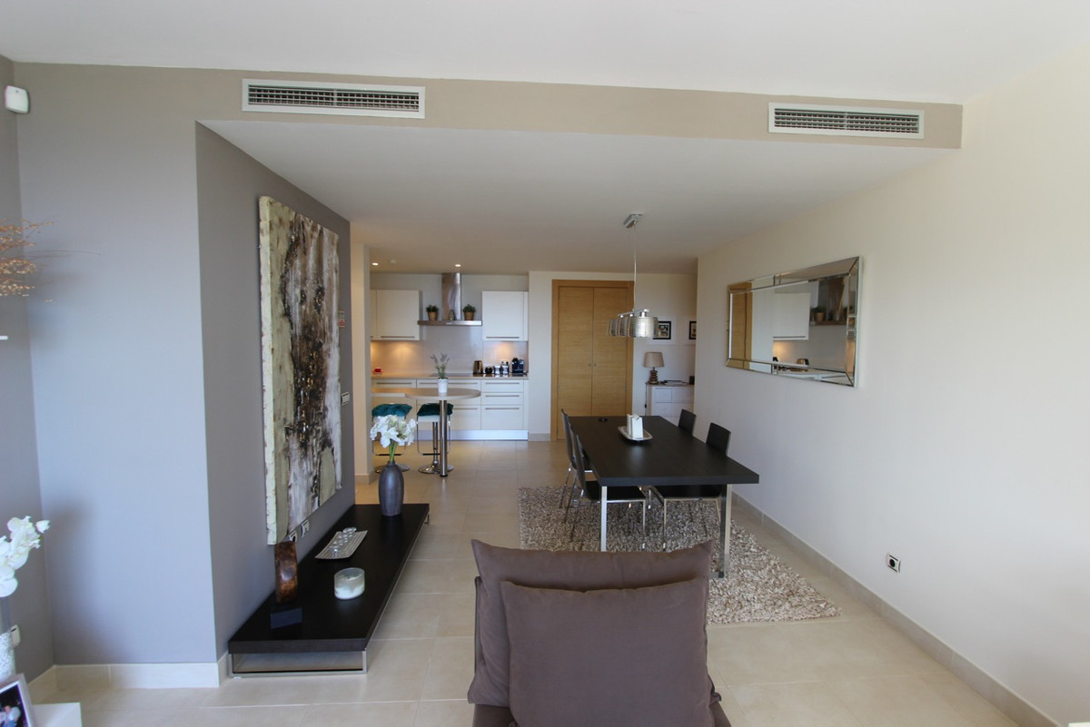 2 Bedroom Middle Floor Apartment For Sale Altos de los Monteros