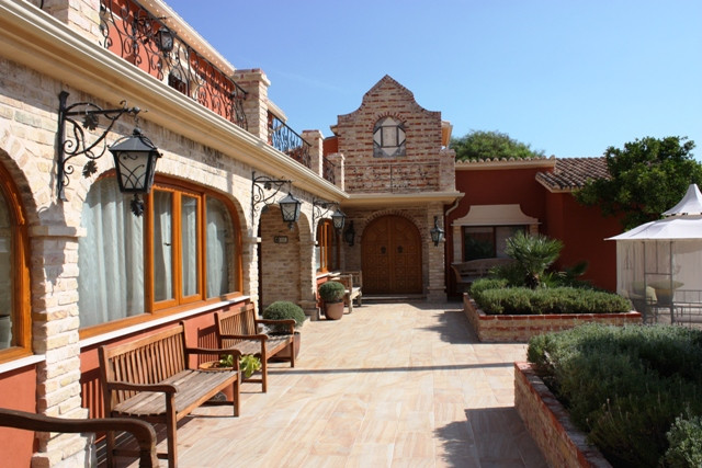 5 bed villa for sale benahavis
