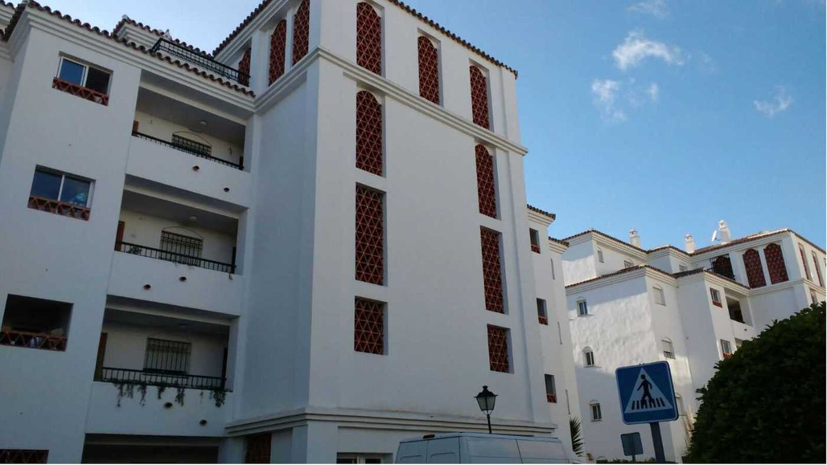 2 Bedroom Middle Floor Apartment For Sale Calahonda