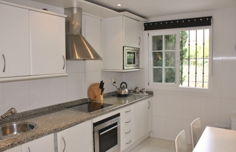 Rijhuis te koop in Marbella R909060