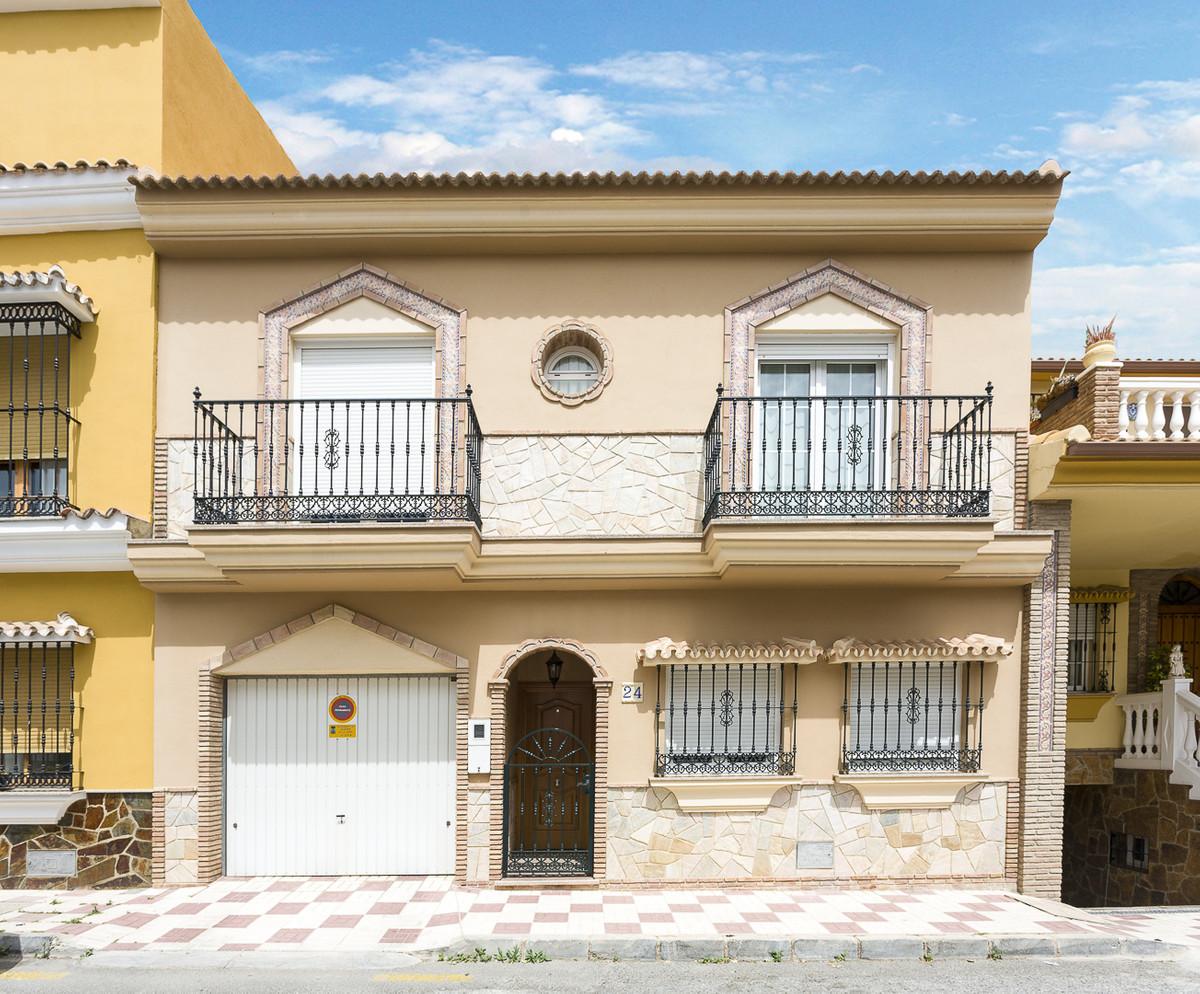 Villa 4 Dormitorios en Venta Alhaurín de la Torre