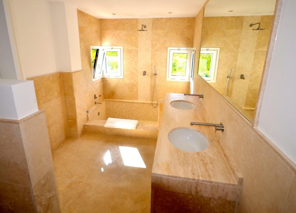 6 Bedroom Villa for sale Nueva Andalucía
