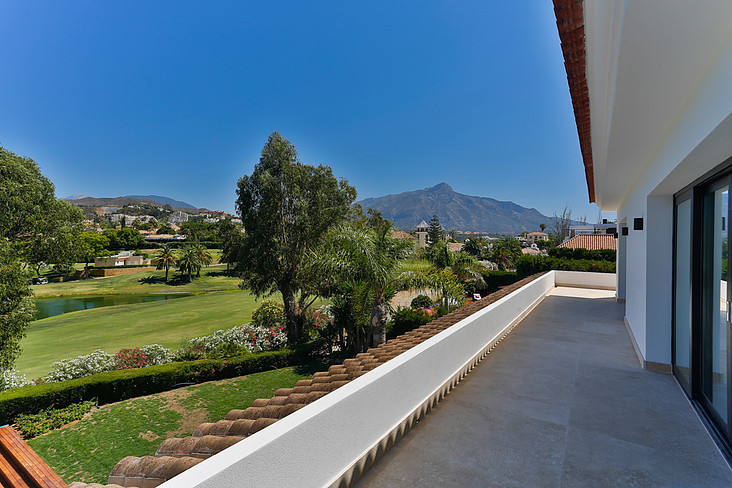 6 Bedroom Detached Villa For Sale Nueva Andalucía