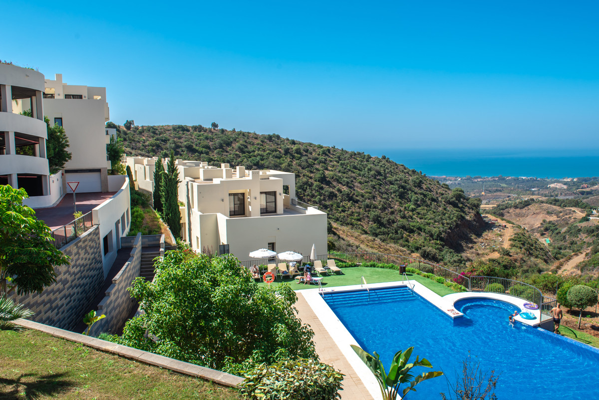 3 bed apartment for sale marbella