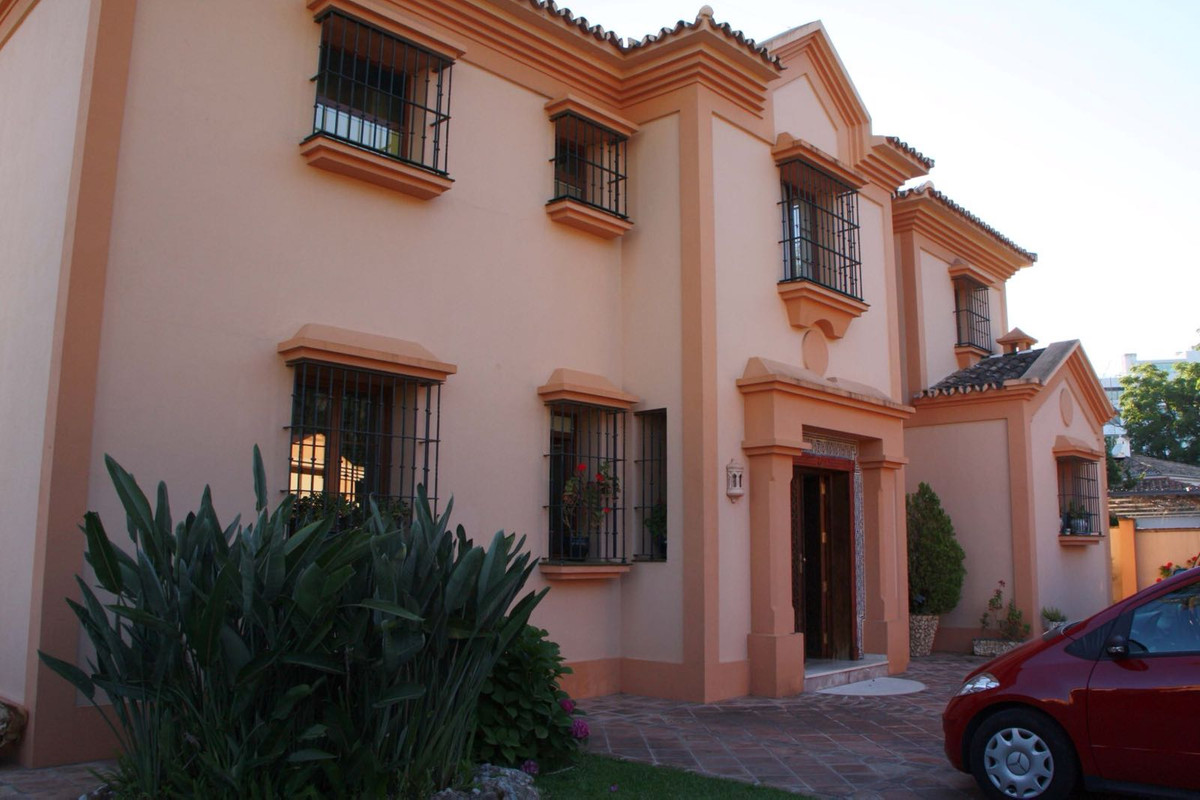 6 bedroom villa for sale marbella