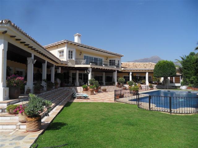 Villa 8 Dormitorios en Venta La Quinta