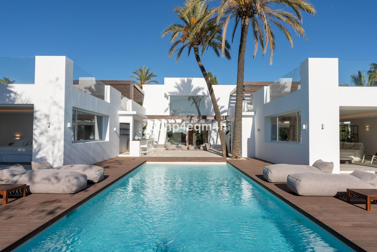 7 bedroom villa for sale las chapas