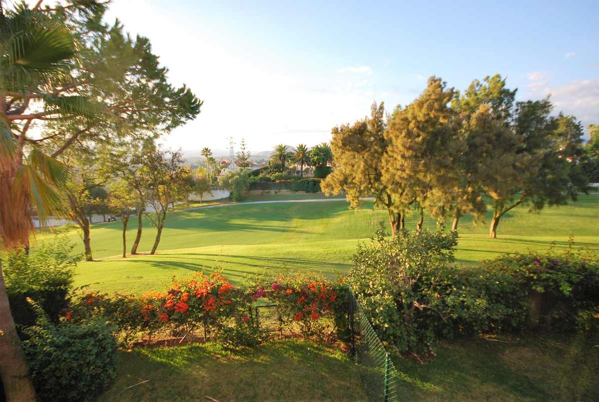A charming apartment first line of Guadalmina Golf course.  This 2 bedroom apartment, is settled in ,Spain