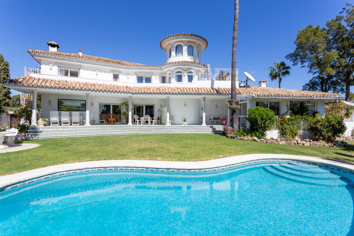Charming villa, very quiet and private in one of the best urbanizations in Guadalmina Alta. This pro,Spain