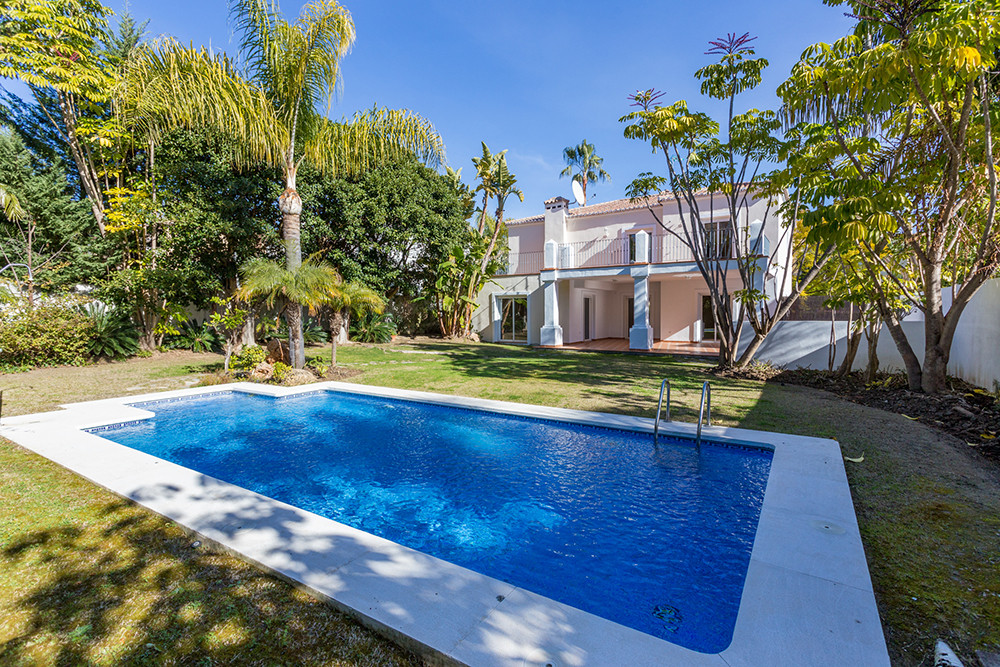 Great Villa located in Guadalmina Alta with golf share included of the Real Club de Golf Guadalmina ,Spain