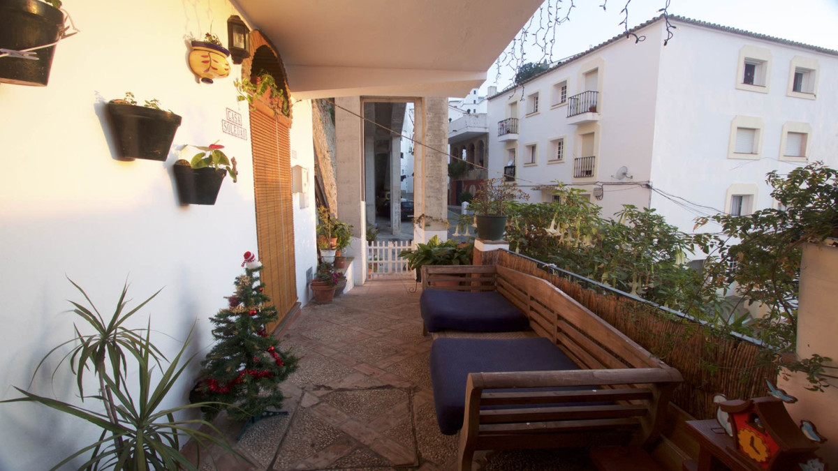 Beautiful town house recently renovated with very good qualities a few minutes walk from the center ,Spain