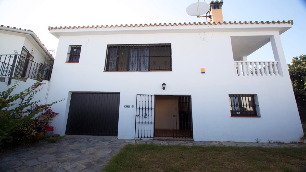 Sizable villa in Hacienda Guadalupe with beautiful sea views and a private garden that surrounds the, Spain