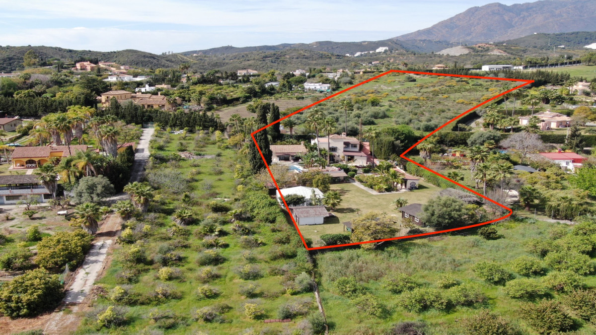 Wonderful horse finca for sale in the area of Estepona near the Laguna Village shopping center and t,Spain