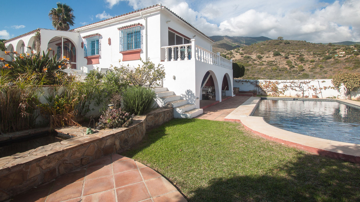 Beautiful finca next to the natural park of Sierra Bermeja, has some very nice open views of the  Si,Spain