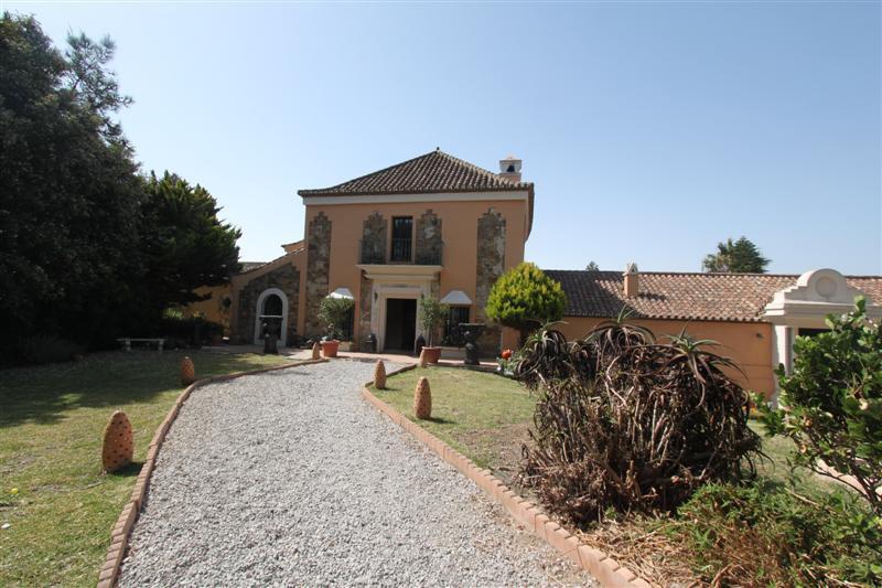 Villa 7 Dormitorios en Venta Manilva