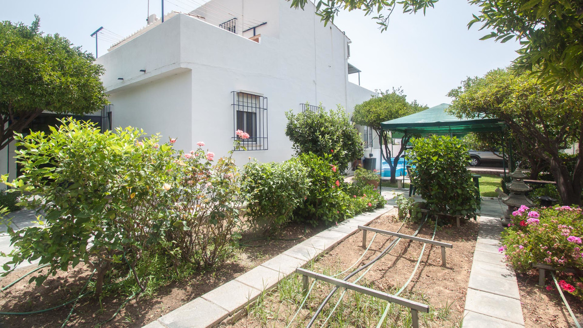 Beautiful finca for sale in estepona near marbella, pto banus and just 5 minutes drive from the beac, Spain