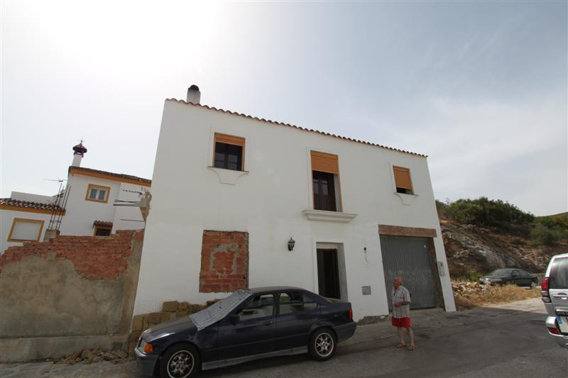 Beautiful villa in the Village of Casares, located in one of the best areas of the village, within w,Spain