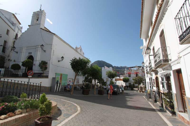 Penthouse for sale in the center of the town square of Casares. This unique home in the Andalusian v, Spain