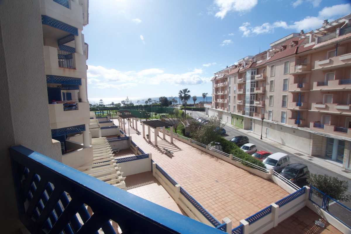 Lovely apartment in Sabinillas in the development La Noria with sea views. This is a fantastic 2 bed,Spain