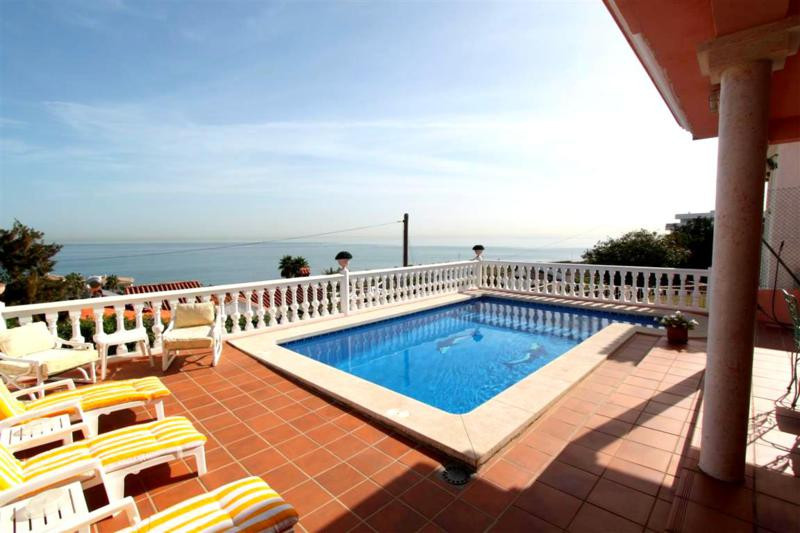 FABULOUS VILLA AND MAGNIFICENT VIEWS FOR SALE IN (ESTEPONA) Beautiful Villa for sale in Estepona in , Spain