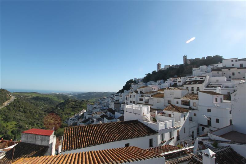 Beautiful townhouse just a step away from the center in one of the narrow streets of the picturesque, Spain