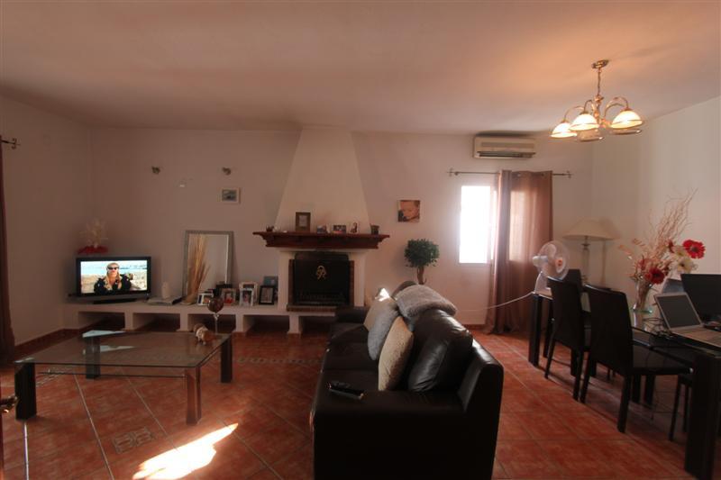 Villa con 4 Dormitorios en Venta Valle Romano