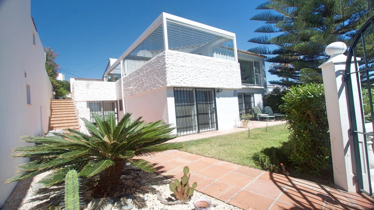 Detached Villa in Estepona R3414922