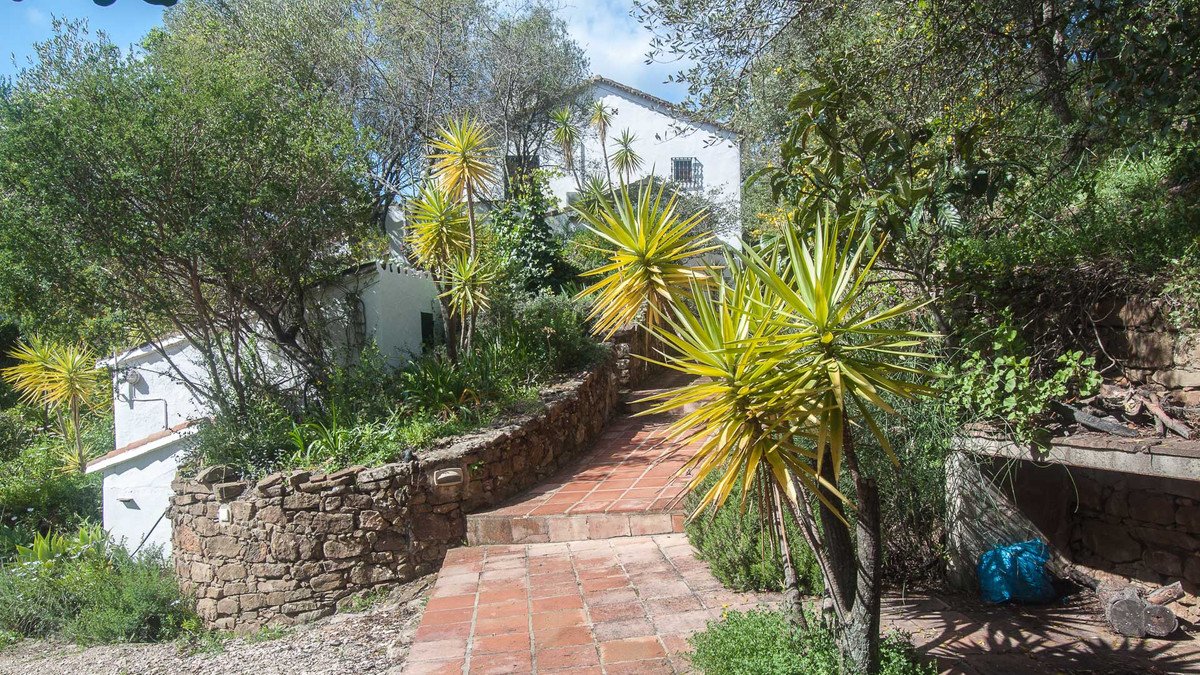 Beautiful finca for sale in the area of Gaucin, with main house and guest house  This charming prope, Spain