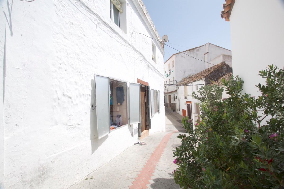 Unifamiliar 6 Dormitorios en Venta Casares Pueblo