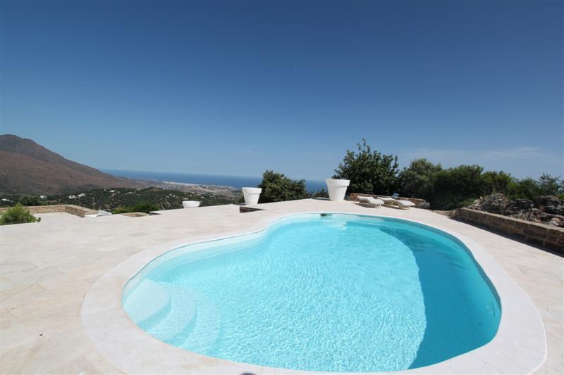 Enchanting country house situated on the summit of a mountain range in Casares. Close to the white v, Spain