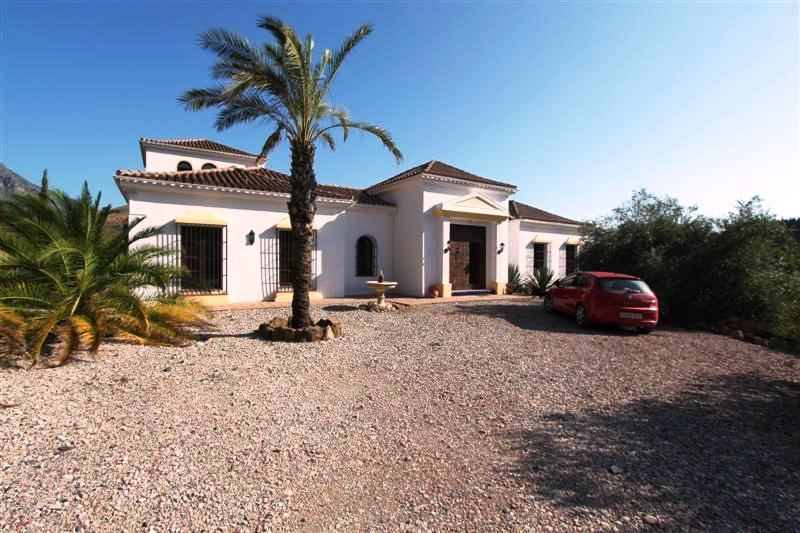 Stunning, well built country property close to the white villages of Gaucin and  Casares. Only 30 mi, Spain