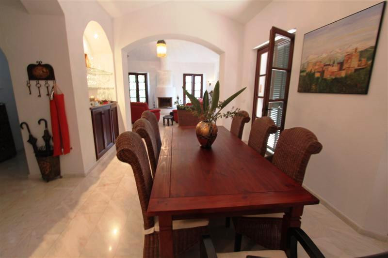 Villa con 4 Dormitorios en Venta Gaucín