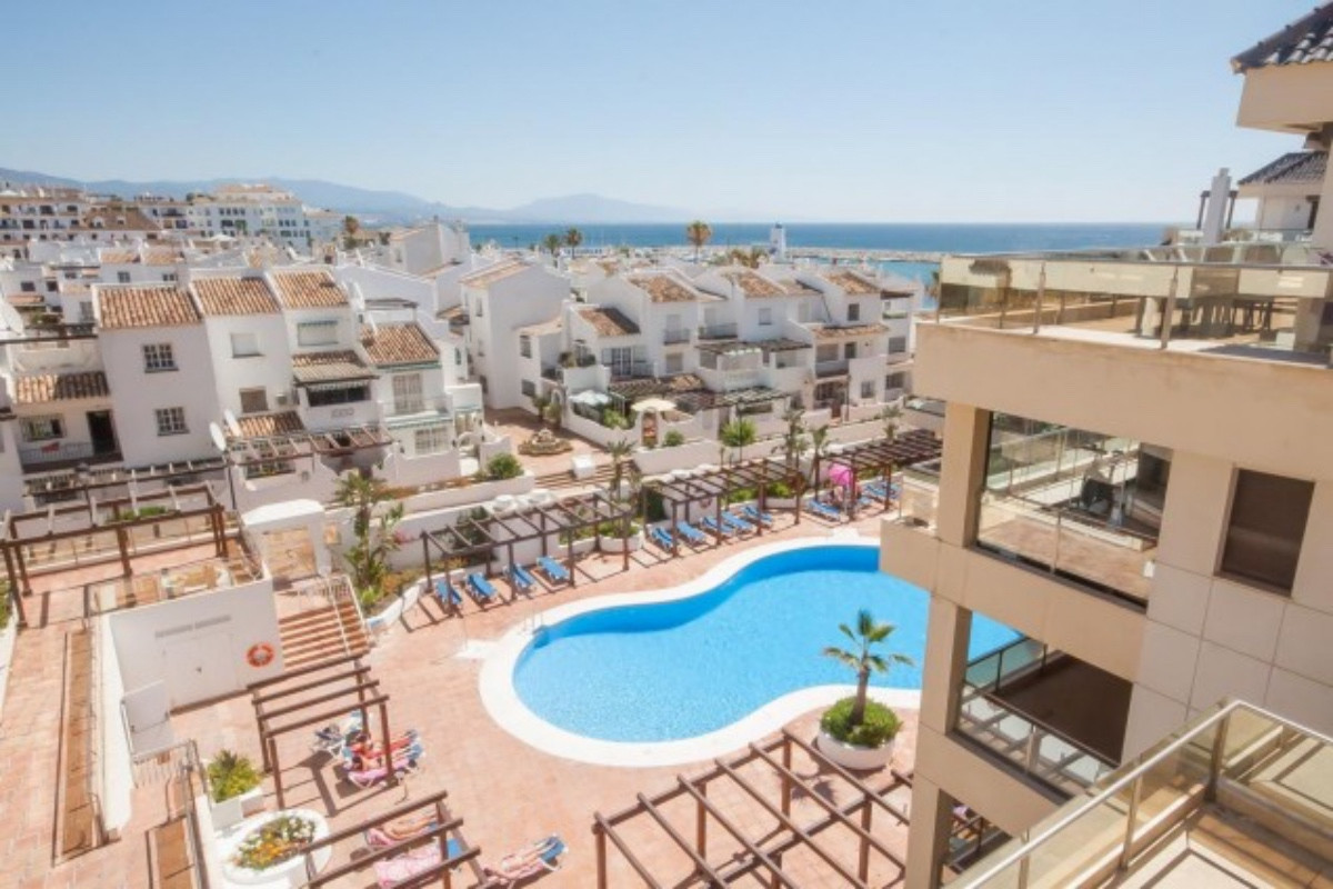 Marina del Castillo is the most recently completed front-line beach development in Duquesa.  This lu, Spain